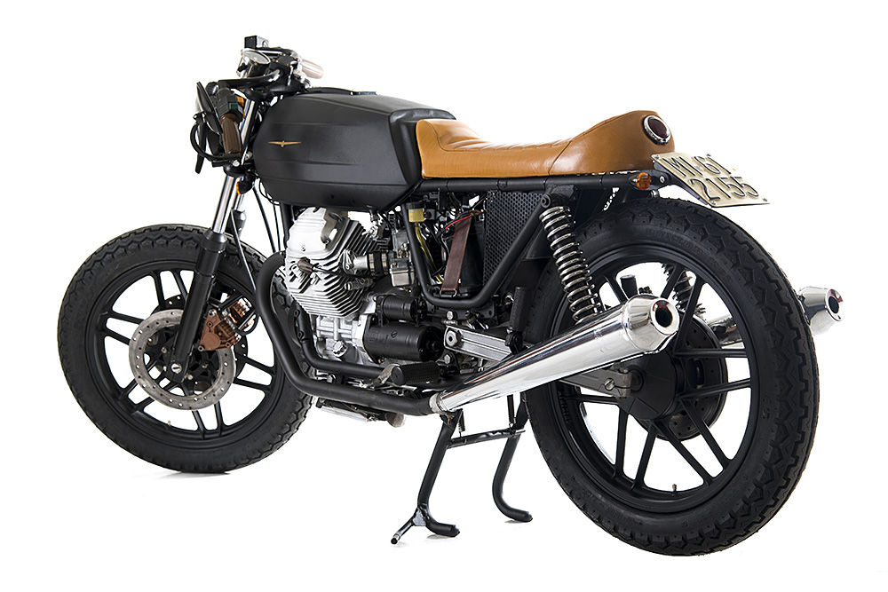 moto guzzi v35 black boot return of the cafe racers. Black Bedroom Furniture Sets. Home Design Ideas