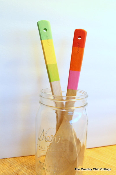 Paint the handles of your wood spoons with this super easy tutorial.  Makes a great Mother's Day gift!
