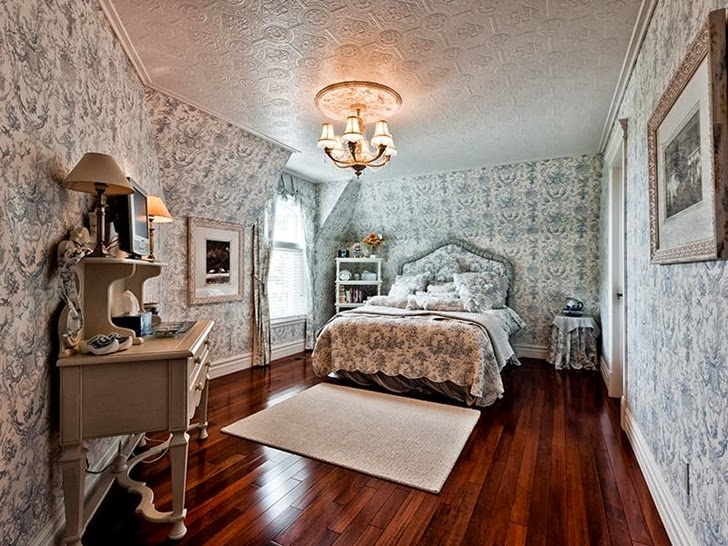 Bedroom in Outstanding custom built house in Canada
