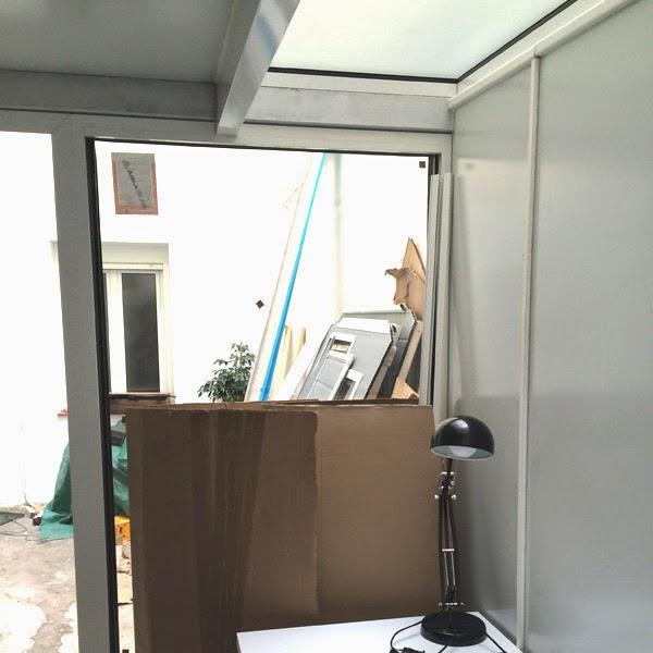 techo vidrio sobre espacio de trabajo en estudio