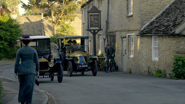 Dog & Duck pub Bampton used for Downton Abbey