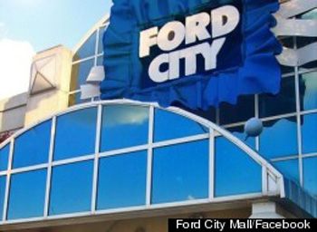 2 hurt, 19 arrested in melee near Ford City Mall