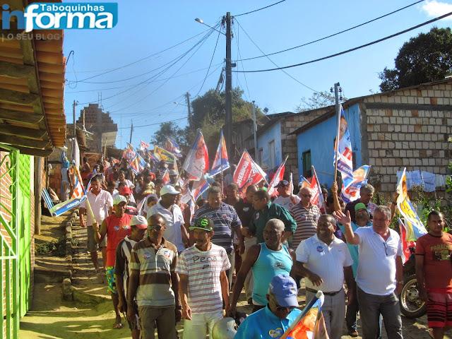 Ronaldo Carletto foi recebidos por uma multidão na inauguração do comitê em Taboquinhas.