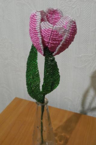 Тюльпан из бисера пошаговое фото