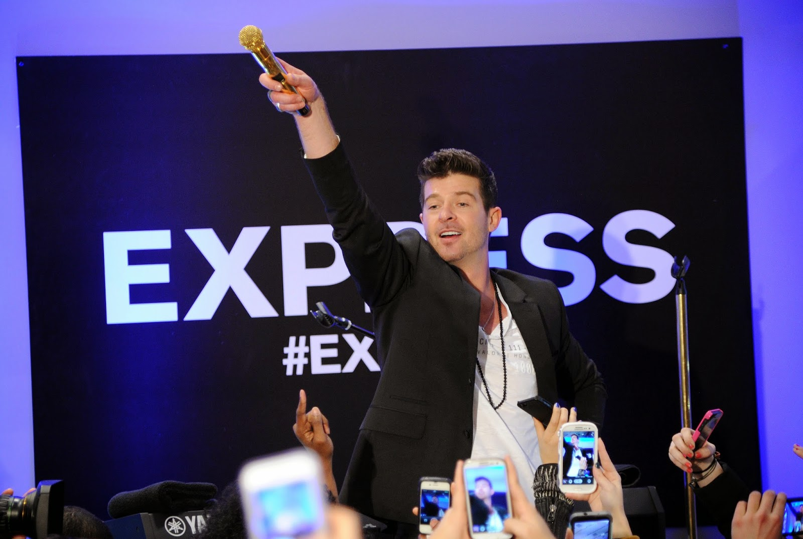 Robin Thicke Opened the Express Times Squares with a Live Performance.