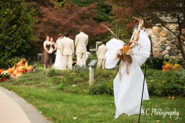 Farm wedding, corn pew bows