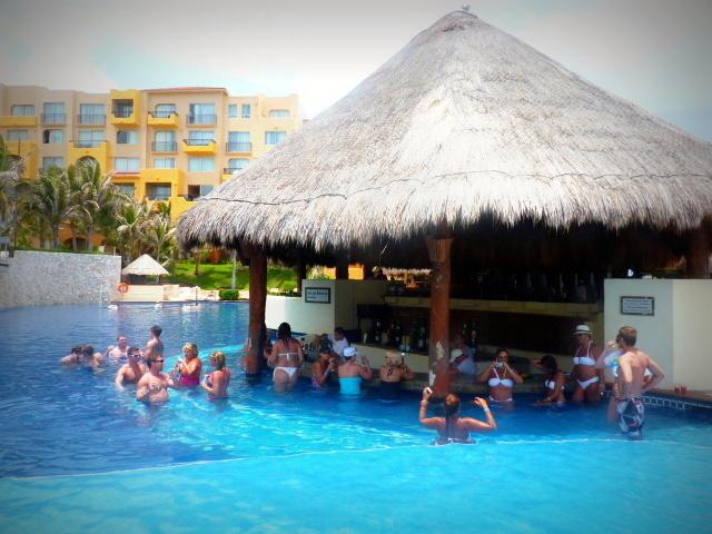 Opini n fiesta americana condesa canc n resort for Follando en la piscina del hotel