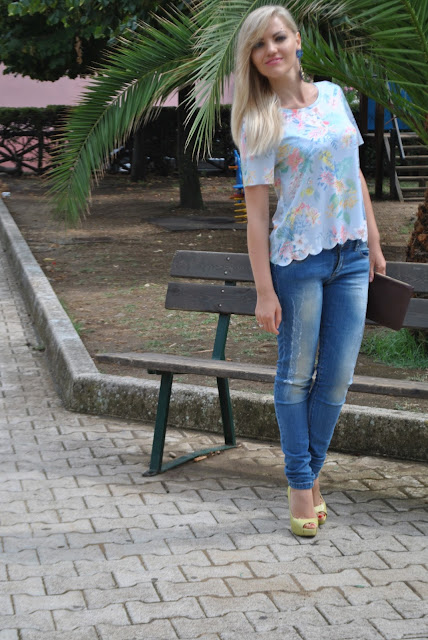 floral print outfit how to wear floral print how to wear light blue tank top summer outfits mariafelicia magno fashion blogger fashion bloggers italy italian girl blonde girl blonde hair blondie