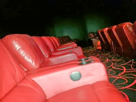 Another fantastic attribute is the arm rest of the chairs can be lifted to create a wonderful relaxed love seat. Also you have the options of purchasing ... & The Roaming Reporter: u0027Catching Fireu0027 at AMC Fresh Meadows islam-shia.org