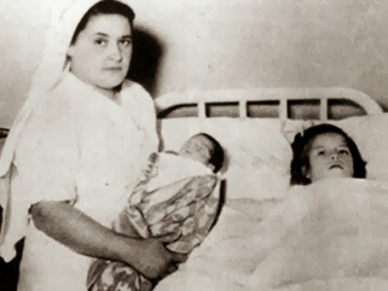 أصغر أم في التاريخ تنجب طفلاً بعمر الخامسة.