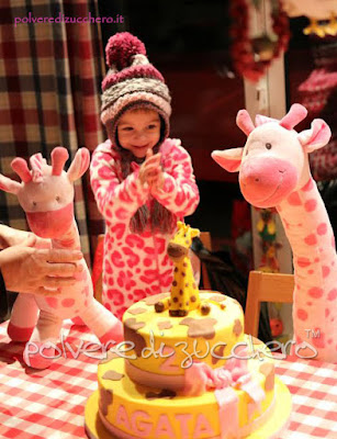 torta giraffa in pasta di zucchero per il 2° compleanno di una bimba
