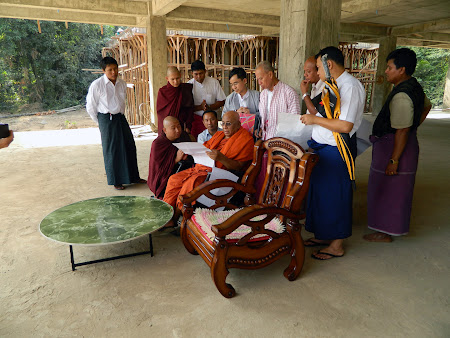 Sitagu Sayadaw visited to Ramonyarattha Buddhist University Project in Malamyine.