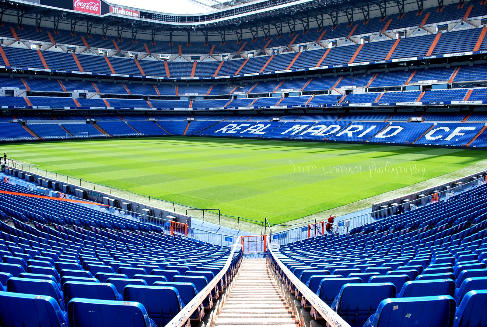 Madrid estadio santiago bernab u 81 044 page 34 for Estadio bernabeu puerta 0