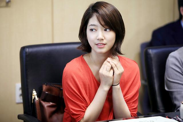 Tóc xoăn ngắn ngang vai Hàn Quốc đẹp