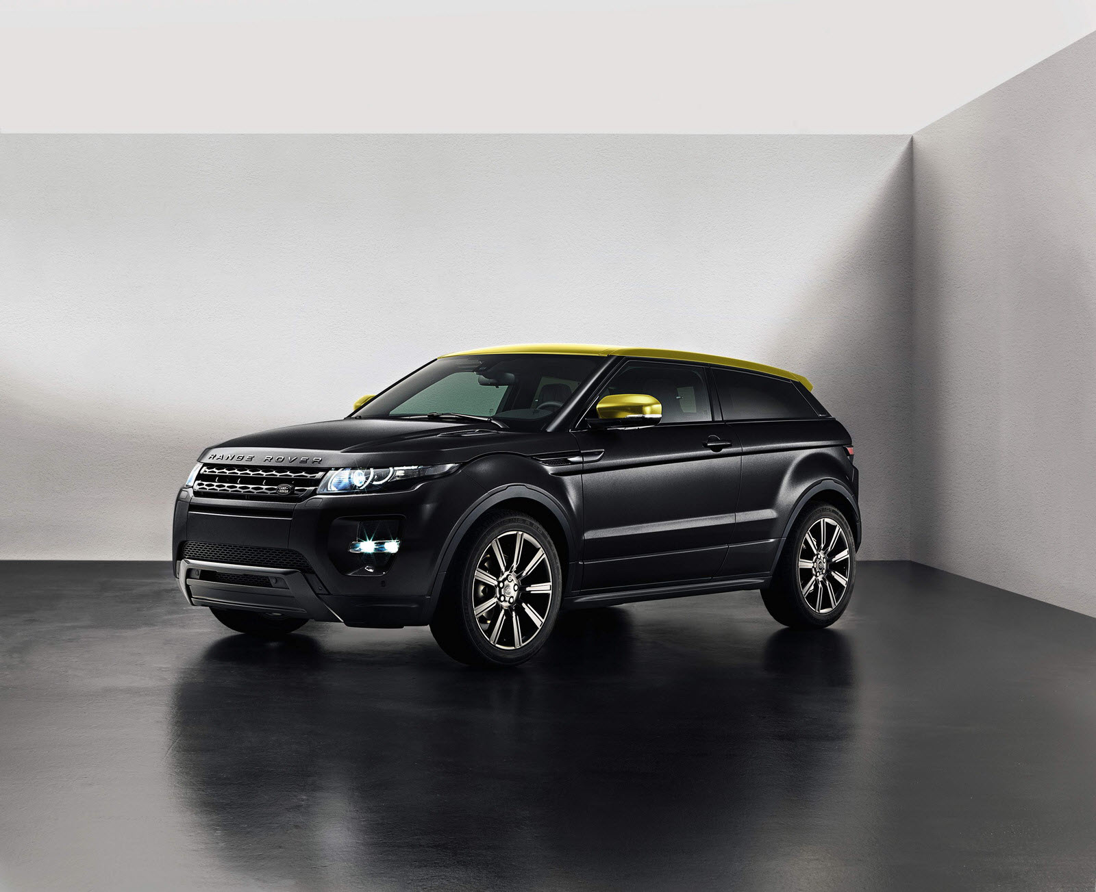 sicilian yellow limited edition range rover evoque debuts. Black Bedroom Furniture Sets. Home Design Ideas