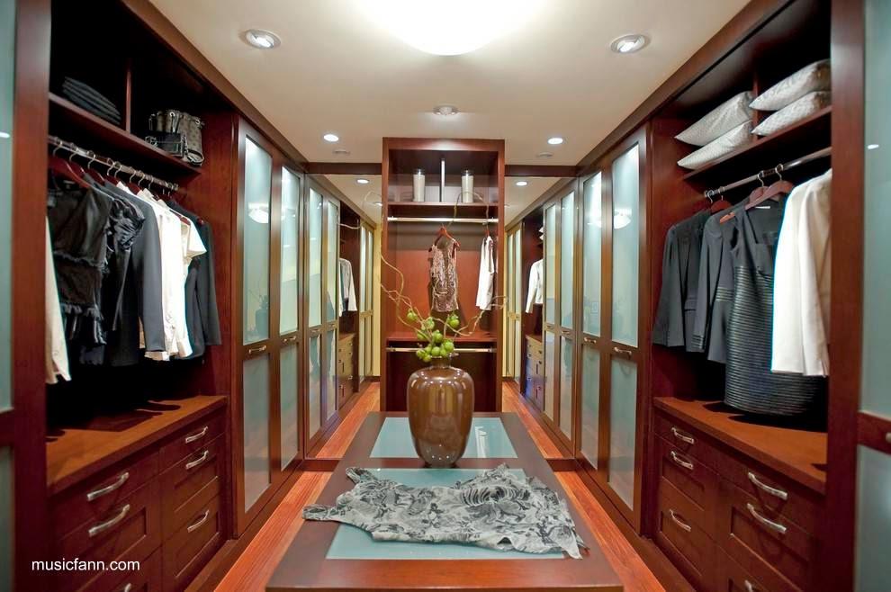 Arquitectura de Casas: Guardarropas y cuarto de vestir en la residencia.