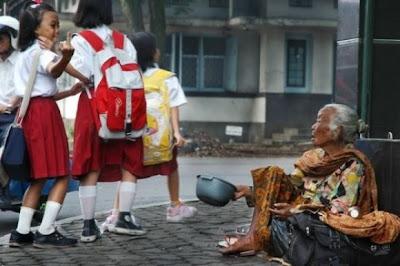 Foto Memalukan Anak SD Indonesia yg tersebar di media barat