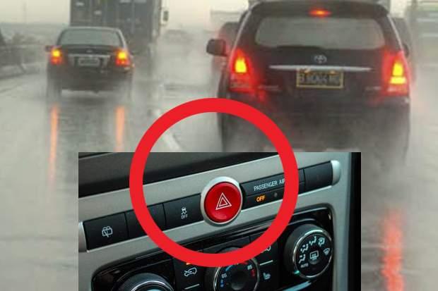 ANDA HARUS TAU!! Jangan Gunakan Lampu hazard dalam Kondisi Hujan!