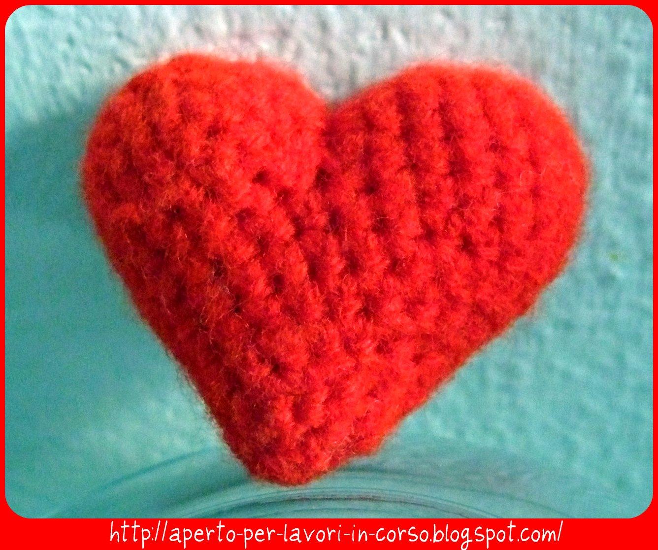Istruzioni per confezionare un cuore tridimensionale all'uncinetto: