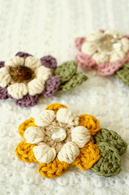 free crochet pattern flower brooch