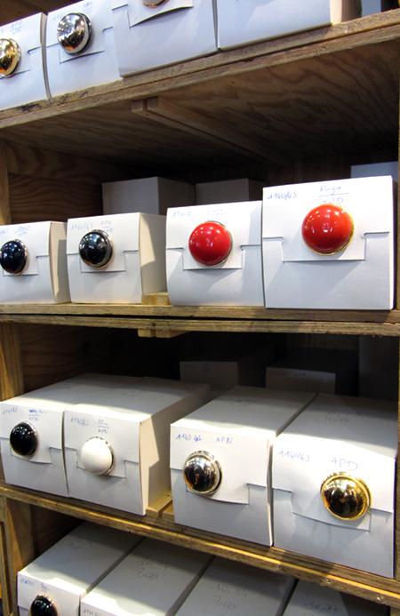 Gros boutons anciens - aiguille en fete - cocoflower