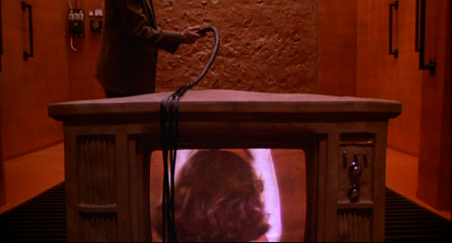 James Woods torture Deborah Harry dans Videodrome, de David Cronenberg (1983)