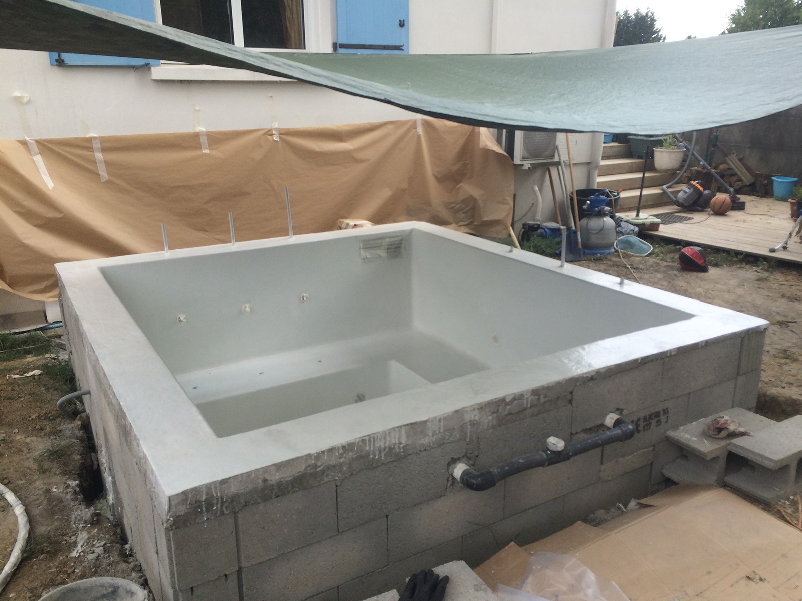 Application du gelcoat ou peinture de finition polyester for Ab construction piscine