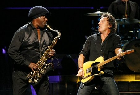 bruce springsteen clarence clemons kiss. Clarence Clemons, the
