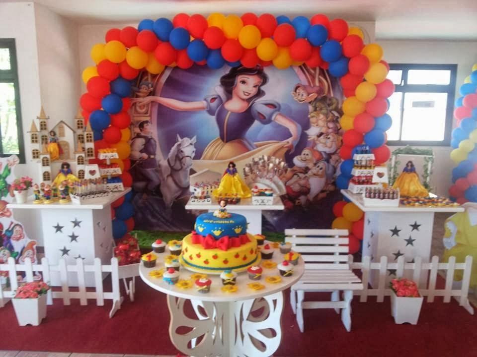 decoração de mesa provençal para festa de aniversário infantil - Branca de Neve e os Sete Anões.