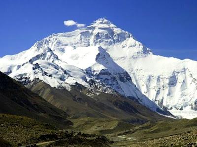 Gunung Everest        Tinggi :8850 m         Lokasi :Cina(Tibet)-Nepal