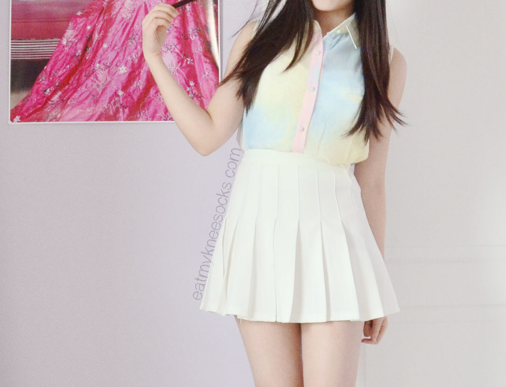 More photos of the ulzzang-inspired springtime outfit featuring the sleeveless pastel blouse from Romwe and the pleated white American Apparel tennis skirt.