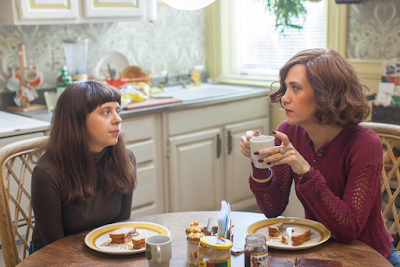 Bel Powley and Kristen Wiig in Diary of a Teenage Girl