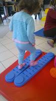 bambin parcours psychomotricité RAM gym enfant bébé