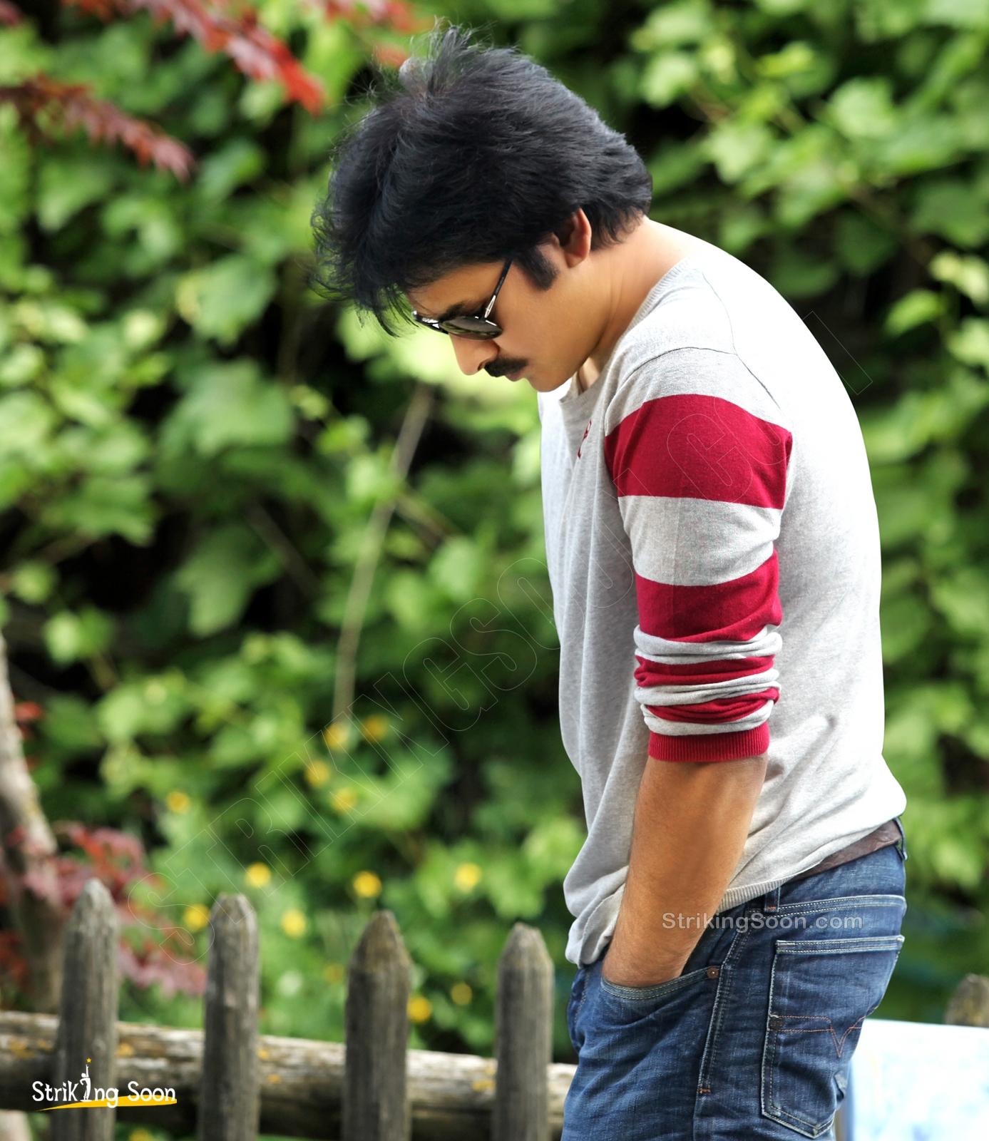 pawan kalyan in attarintiki daredi photos strikingsooncom