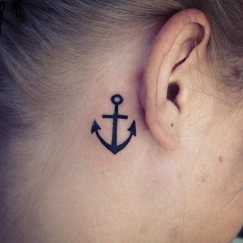 Un tatuaje de ancla tiene significados que son algo más que el mar y los barcos que se mantiene establea. De hecho, en el pasado, se creía que el diseño del