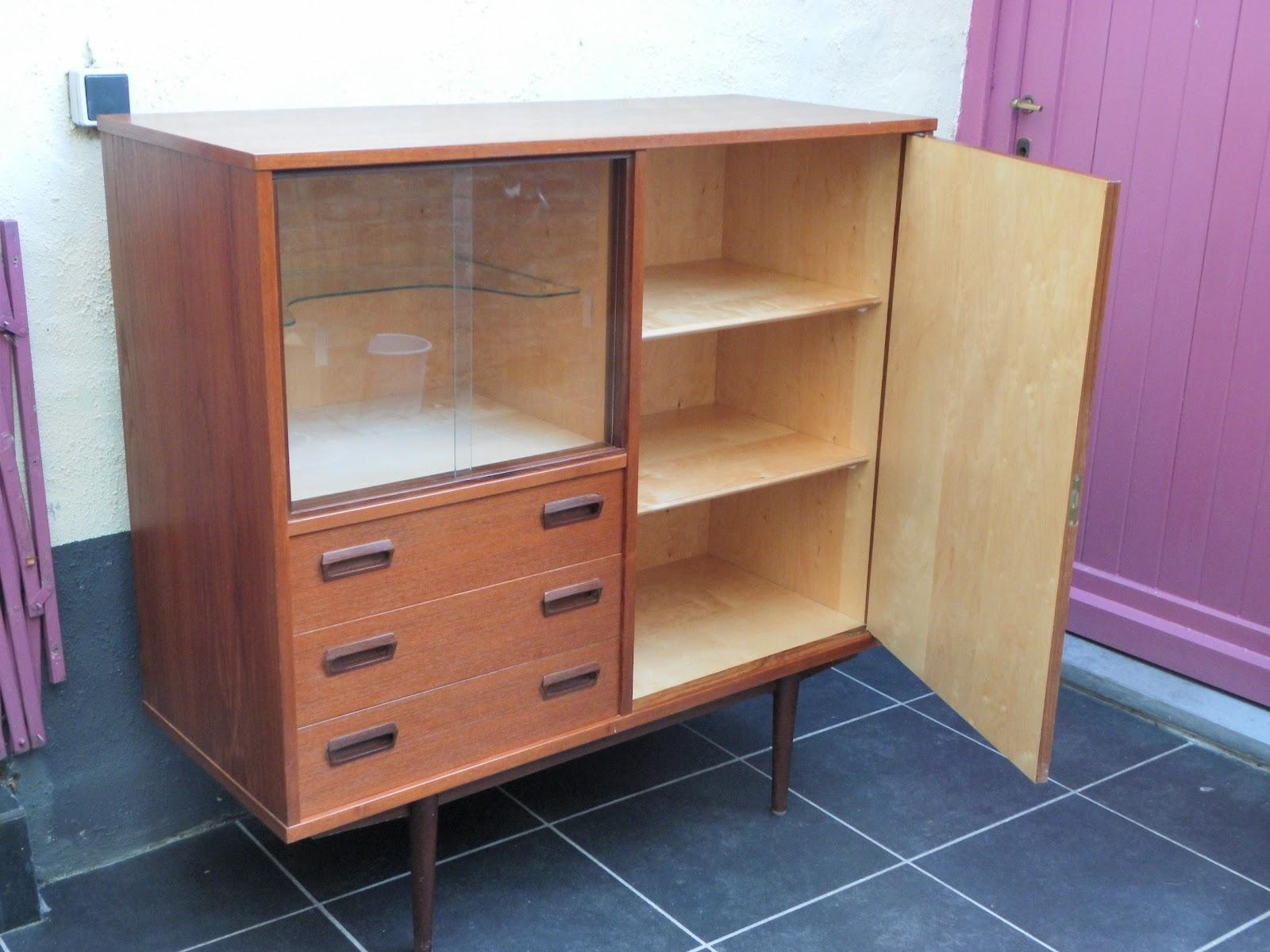 lucie la chineuse meuble vitrine ann e 60. Black Bedroom Furniture Sets. Home Design Ideas