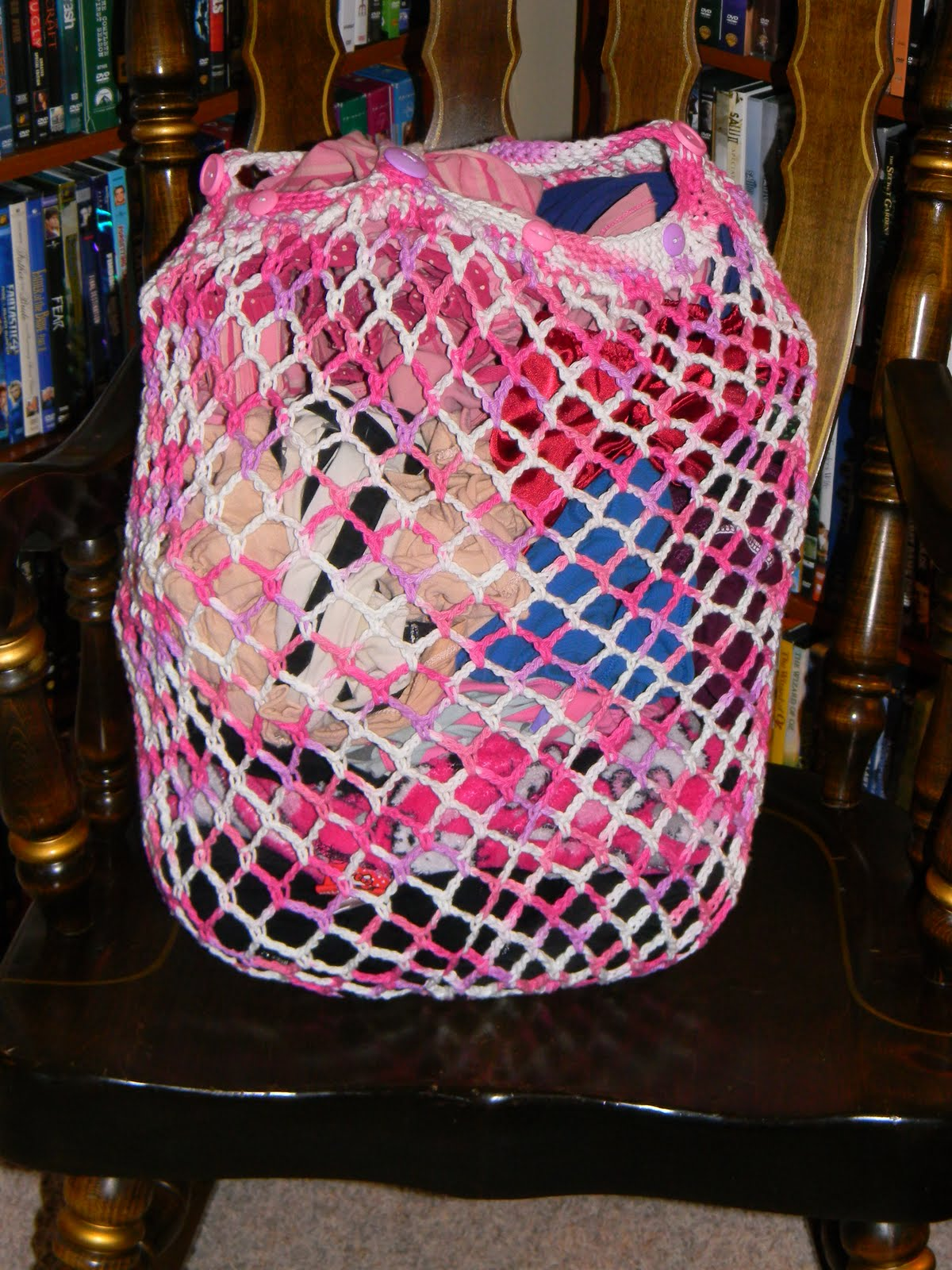 Sassys Crafty Creations: Crochet Laundry Bag