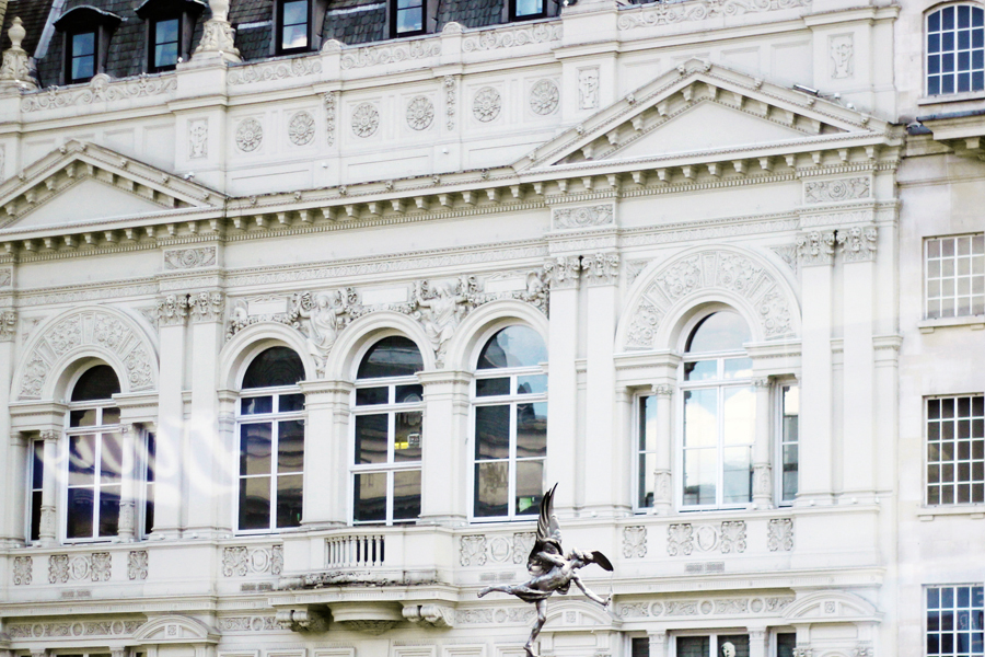 Thistle Hotels arranged for a private bus tour around London with afternoon tea by BB Bakery - a tourist bus tour, in style.