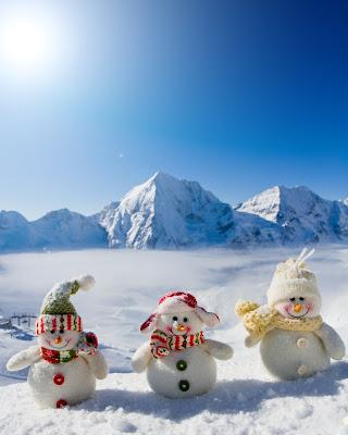 Postal navideña con muñecos de nieve para escribir su mensaje en esta navidad
