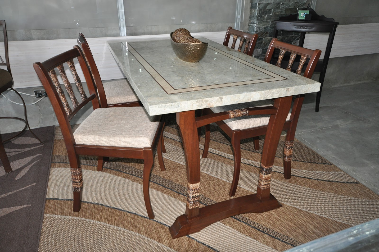 Marble top dining table and wooden chairs villa verde for Best wooden dining tables and chairs