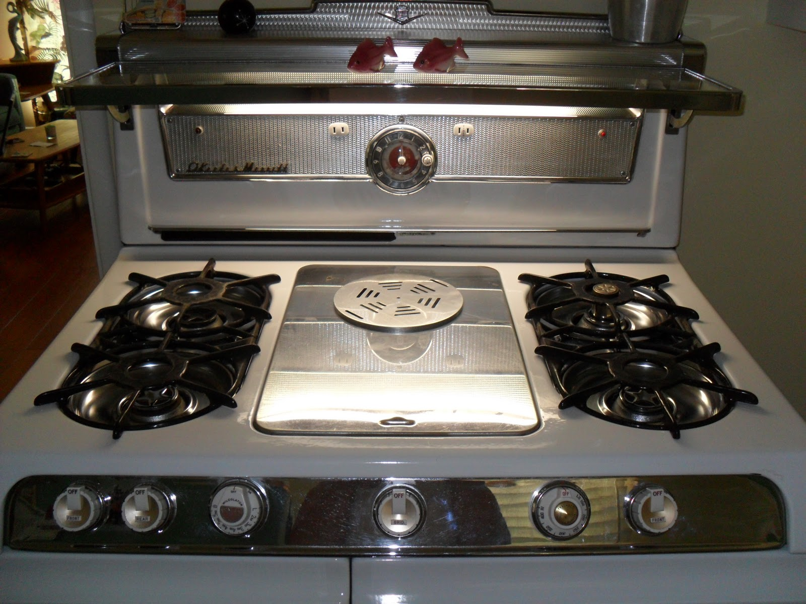 The Rockin' Socialite: We Finally Got Our O'Keefe and Merritt Stove!