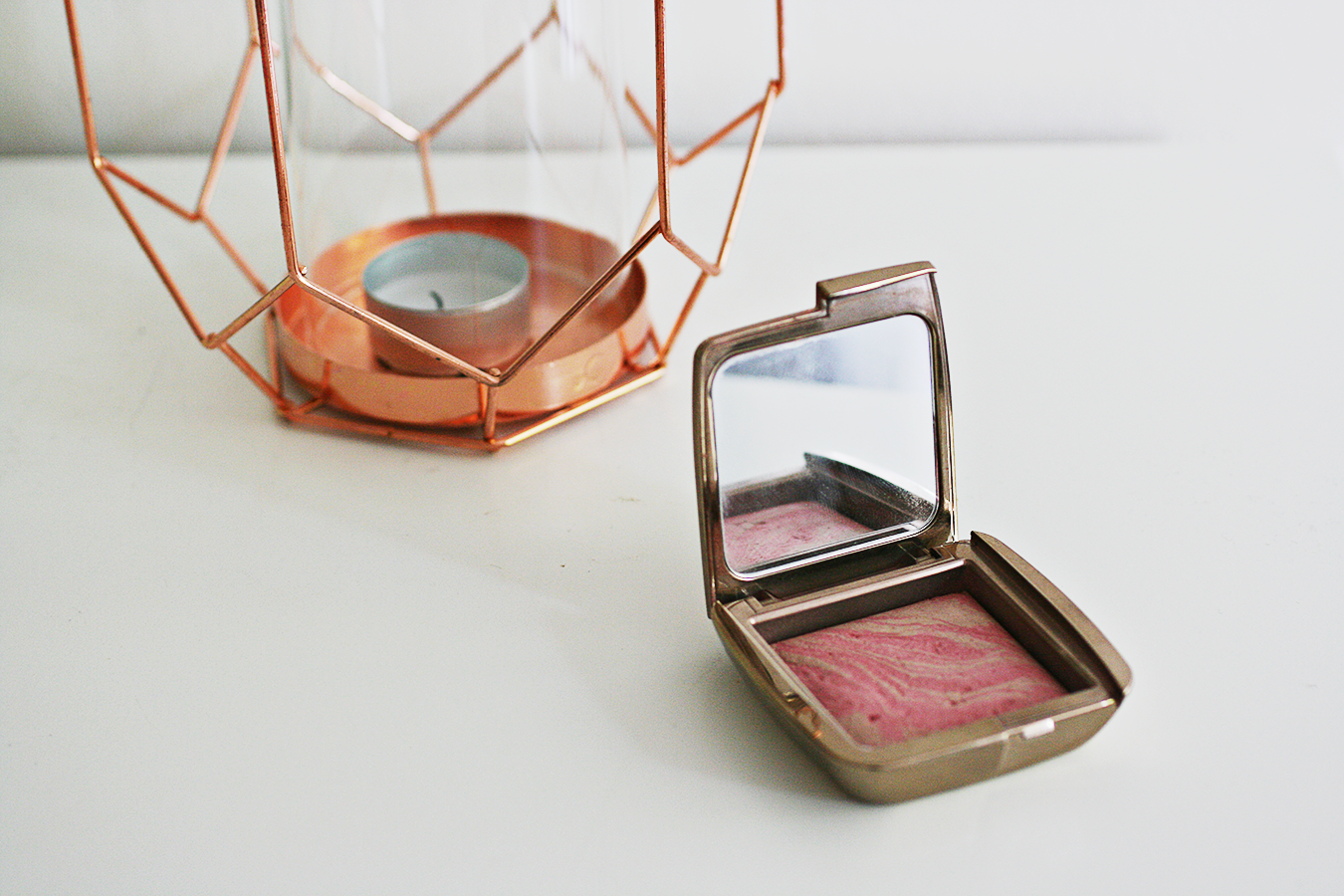 Hourglass Ambient Lighting Blush Luminous Flush