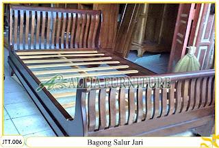 Tempat tidur ukiran Jepara kayu jati Bagong Salur