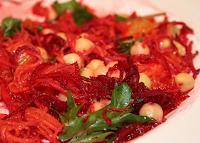 Salada de Beterraba, Cenoura e Grão-de-Bico (vegana)