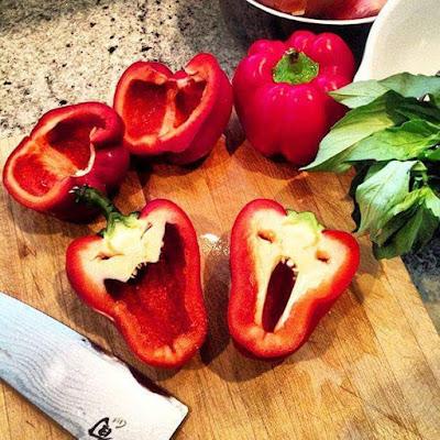 18 GAMBAR   BUAHAN DAN SAYURAN YANG UNIK ,strawberi berbentuk rama-rama,tomato bentuk itik , blog lyana rohazi