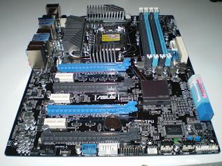 Placa base de PC con socket 1155 P8P67 WS Revolution. Tecnoculturas.com/José Carlos Pedrouzo Varela