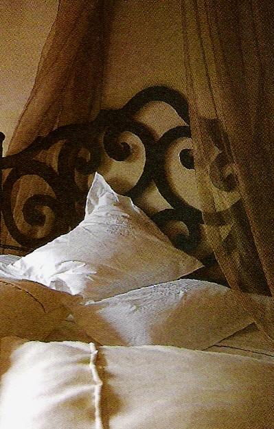 Romantic draped bed, Côté Sud Dec 2001-Jan 2002 edited by lb for linenandlavender.net