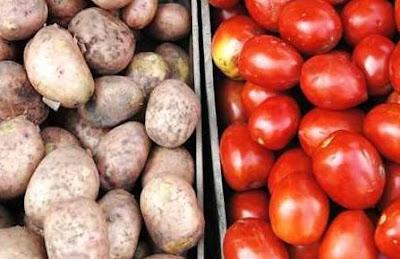 Menghilangkan jerawat dengan masker kentang dan tomat