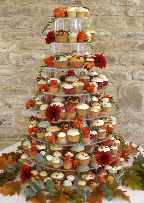 Fall Themed Cupcake Ideas http://design-wedding-cakes-pictures.blogspot.com/2011/05/fall-theme-wedding-cupcake-tower.html