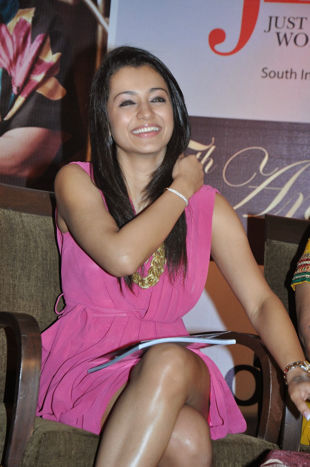 trisha hot thigh picture